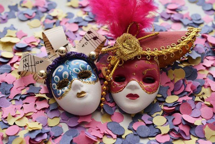 Конфетти и маски