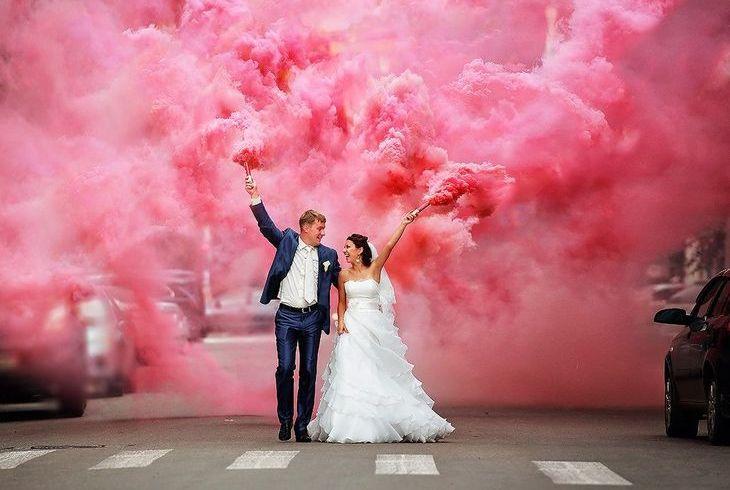 Разноцветный дым на свадьбе