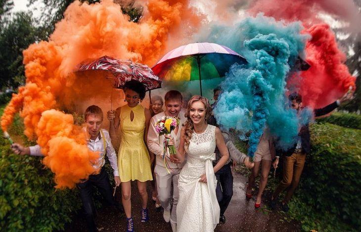 Фотосессия с цветным дымом на свадьбе