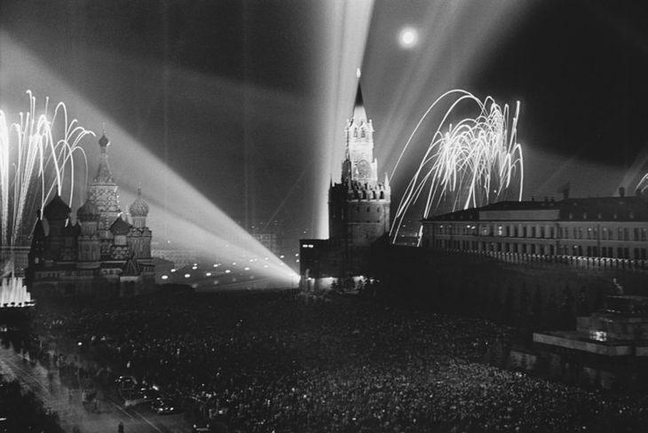 Салют в Ленинграде в честь снятия осады